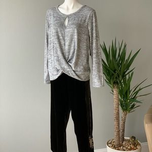 Absolutely Famous Long Sleeve Twist Front Top Med